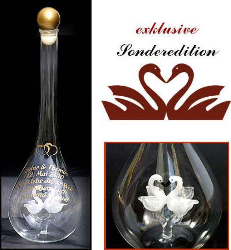 Glasflasche mit 2 verliebten Schwänen und Gravur